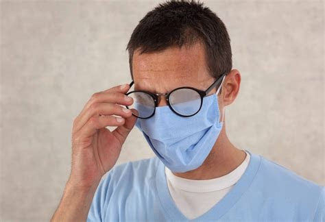 How to Stop Foggy Glasses while Wearing Masks